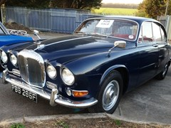Navigate to Lot 272 - 1967 Daimler Sovereign 420 Saloon