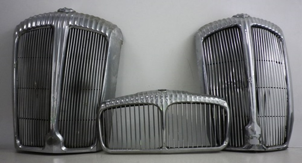 Lot 40 - Daimler/Jaguar grills.