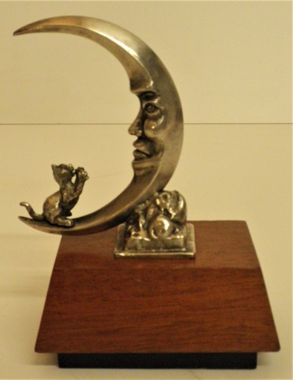 Lot 072 - Cat in the Moon mascot.